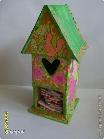 Летний чайный домик, как всегда, из коробки от кефира... Полина заказала с феечкой...