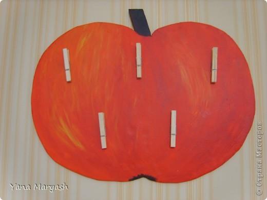 Это яблочко я сделала специально для кухонных прихваток и полотенец. фото 1