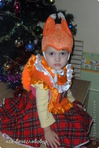 """белочка-шапочка выкроена из кокона оранжевой нити,нагрудник и юбка сшиты из старых вещей,хвост связан из пряжи""""травка"""" фото 1"""