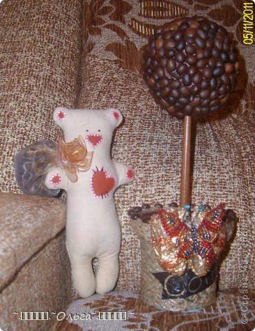 Этот медвежонок с узелком кофейных зёрен - работа Насти, моей дочуни-рукодельницы, теперь живёт в доме подруги дочери. фото 3