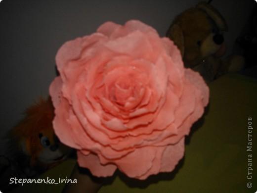 В своём мастер-классе я постараюсь показать,как сделать такую розу из гафрированной бумаги. фото 1