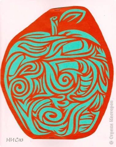 Увидела это яблоко и влюбилась в него с первого взгляда. Такого еще ни у кого не видела. Первое яблоко - картинка. фото 3