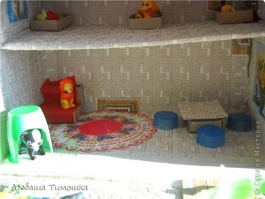 Домик из почтовой коробки, обклеен обоями и малярным скотчем. фото 7