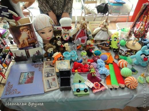 Привет Всем! город наш называется Костанай, располагается он в Казахстане. Наш городок не очень большой, но красивый и, как отмечают гости нашего города, чистый. Жил - был наш городок, и ведать не ведывал, что есть в нашем городе девчата, которые любят своими руками творить красоту и радовать своих окружающих своим мастерством. (фото панорамное, потому немного необычное) фото 25