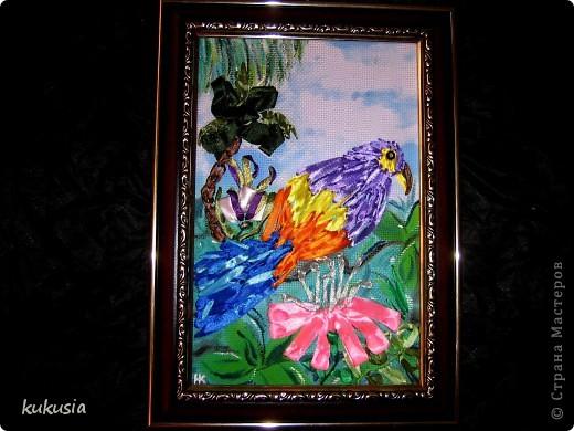 Это самая последняя и самая сложная моя работа . Фон - акрил , вышивка лентами , цветочки на перилах , кувшинки и листья из холодного фарфора , камушки - натуральные .  фото 6
