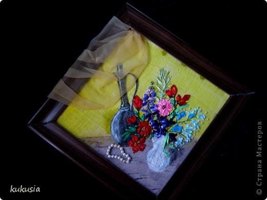 Это самая последняя и самая сложная моя работа . Фон - акрил , вышивка лентами , цветочки на перилах , кувшинки и листья из холодного фарфора , камушки - натуральные .  фото 7
