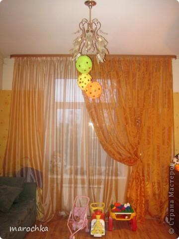 Шары из ниток дочке в комнату фото 3