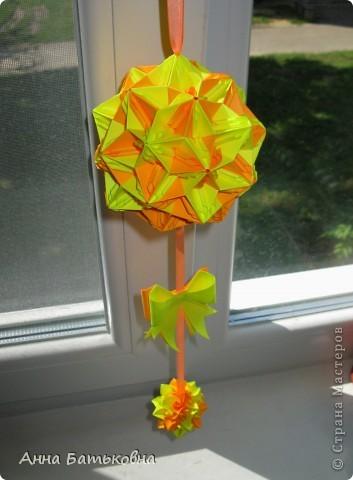 Муравьиный лев. Спасибо за МК http://stranamasterov.ru/node/170928 и http://stranamasterov.ru/node/144680?c=favorite. 90 модулей. 4х8 см. Диаметр готовой кусудамы 10 см. Для такой расцветки нужно 60 желтых и 30 оранжевых деталей. фото 1