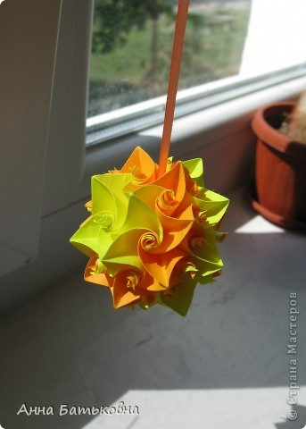 Муравьиный лев. Спасибо за МК http://stranamasterov.ru/node/170928 и http://stranamasterov.ru/node/144680?c=favorite. 90 модулей. 4х8 см. Диаметр готовой кусудамы 10 см. Для такой расцветки нужно 60 желтых и 30 оранжевых деталей. фото 3