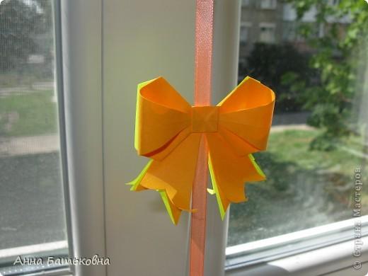 Муравьиный лев. Спасибо за МК http://stranamasterov.ru/node/170928 и http://stranamasterov.ru/node/144680?c=favorite. 90 модулей. 4х8 см. Диаметр готовой кусудамы 10 см. Для такой расцветки нужно 60 желтых и 30 оранжевых деталей. фото 6