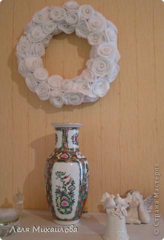 Сегодня венок из роз. Розочки изготовлены из мягкой приятной ткани - флиса. фото 1