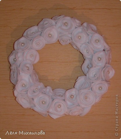Сегодня венок из роз. Розочки изготовлены из мягкой приятной ткани - флиса. фото 2