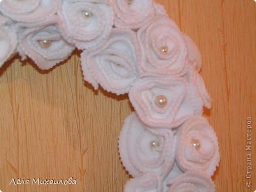 Сегодня венок из роз. Розочки изготовлены из мягкой приятной ткани - флиса. фото 4
