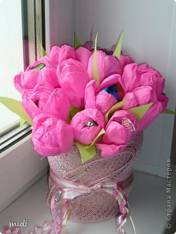 Маленький букетик на день рождение. Цветочки вставлены в основу с пластилином ) и обсыпан блестками на клей ПВА фото 4