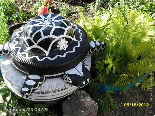 вот такая черепаха охраняет канализационный люк, нашла на простора инета и сделала фото 1