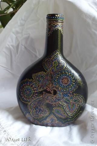 Бутылочку загрунтовала черным акрилом, роспись контурами, затем лак Цапон фото 1