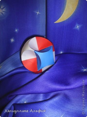 Совсем недавно, в своем блоге я публиковала мастер-класс по изготовлению подобной модели того же автора под названием Jump. Но шарик был открытый (с отверстиями). Этот, как вы видите, полностью закрыт. фото 1