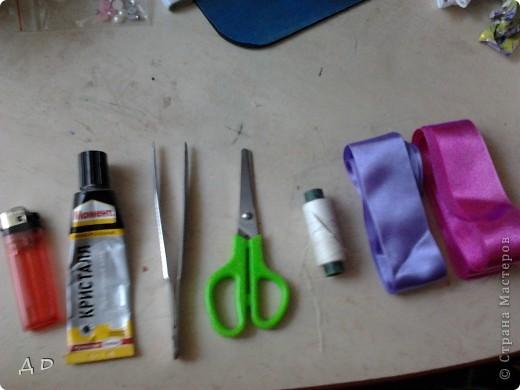 """Вот что понадобится для работы: зажигалка, клей """"момент-кристалл"""", пинцет, ножницы, игла и нить, атласные ленты 5х5 фото 1"""