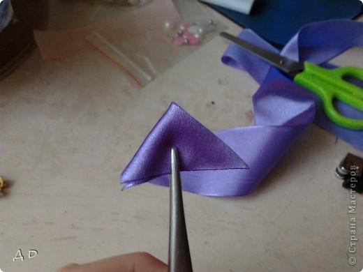 """Вот что понадобится для работы: зажигалка, клей """"момент-кристалл"""", пинцет, ножницы, игла и нить, атласные ленты 5х5 фото 4"""