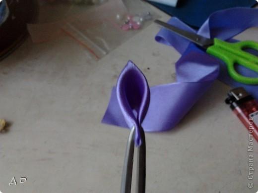 """Вот что понадобится для работы: зажигалка, клей """"момент-кристалл"""", пинцет, ножницы, игла и нить, атласные ленты 5х5 фото 5"""