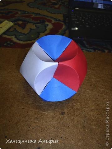 Совсем недавно, в своем блоге я публиковала мастер-класс по изготовлению подобной модели того же автора под названием Jump. Но шарик был открытый (с отверстиями). Этот, как вы видите, полностью закрыт. фото 33