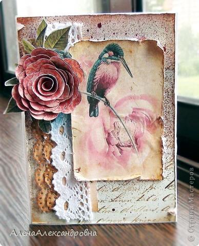 """Эта открыточка была сделана на тему """"Летящие"""". Птичку распечатала на бежевой  скрапбумаге.Фон хорошенько сбрызнут краской. фото 1"""