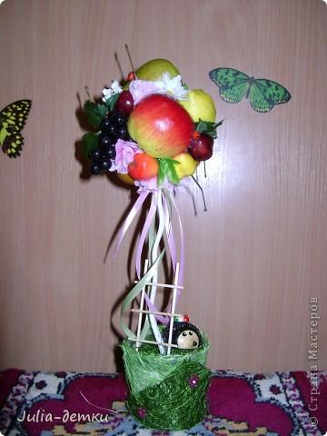 Этот топиарчий создавался еще в июне, и улетел в далекий Калининград. Сколько не делаешь деревца фруктовые, а каждый раз они разные получаются. Ну а день чудесный бы, создался он без творческих мук, легко и весело , ну и, конечно, у ежика день хороший, грибочек нашел :-) ! фото 1