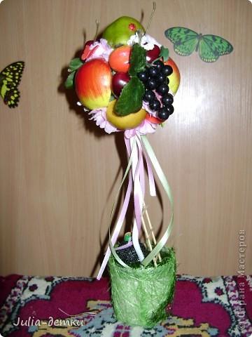 Этот топиарчий создавался еще в июне, и улетел в далекий Калининград. Сколько не делаешь деревца фруктовые, а каждый раз они разные получаются. Ну а день чудесный бы, создался он без творческих мук, легко и весело , ну и, конечно, у ежика день хороший, грибочек нашел :-) ! фото 2