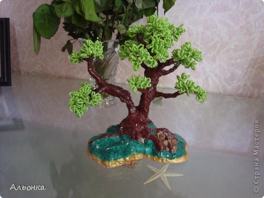 И еще одно дерево, правда не совсем закончена работа. Делала дерево - бонсай, но почему-то больше похоже на дуб.