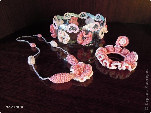 """Здравствуйте! Моя дочка, как и многие девочки, очень любит наряжаться. Такие украшения я сделала для нее и теперь она """"Принцесса цветов"""":) фото 1"""
