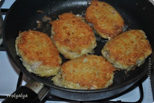Окрылённая успехом моего МК по паштету, решила продемонстрировать Вам, дорогие мои, как я готовлю любимое блюдо моего сына - цеппелины. Вот, таких красавцев я сегодня на ужин приготовила и делюсь с Вами)) фото 1