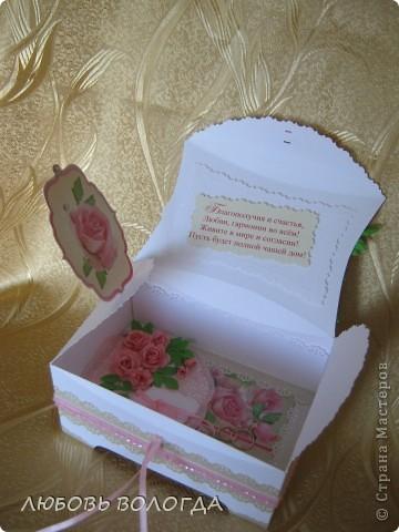 Заказали сделать коробочку для денег на свадьбу, простую делать не захотелось, а вот ларчик заинтересовал... За основу взяла МК Астории http://asti-n.ya.ru/index_blog.xml , Розочки то же по ее МК. Но немного изменила форму и размер, с учетом того, что у меня была бумага А-4. фото 10