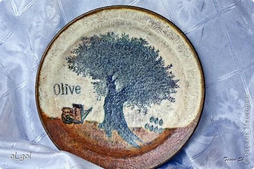 Вот такая получилась тарелка. Какая- то уж очень старая. Хотя я и хотела сделать под старую керамику.