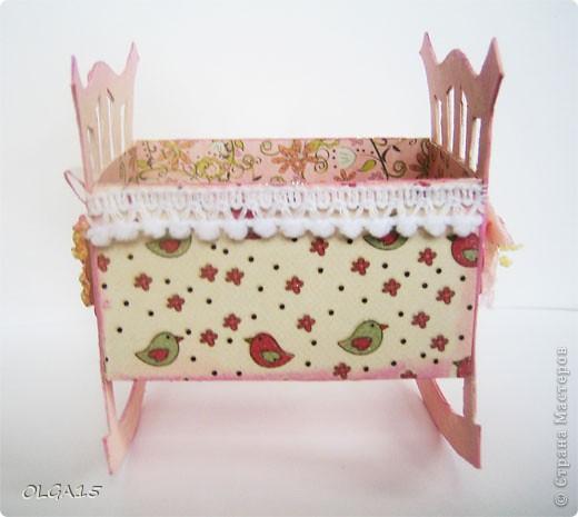 Кроватка из картона и бумаги для скрапбукинга. Высота 9 см., длинна 8 см. фото 11