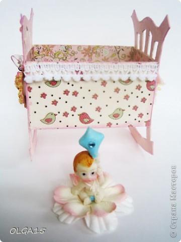 Кроватка из картона и бумаги для скрапбукинга. Высота 9 см., длинна 8 см. фото 12