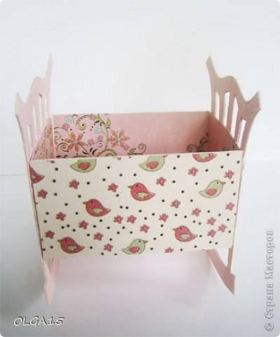 Кроватка из картона и бумаги для скрапбукинга. Высота 9 см., длинна 8 см. фото 4