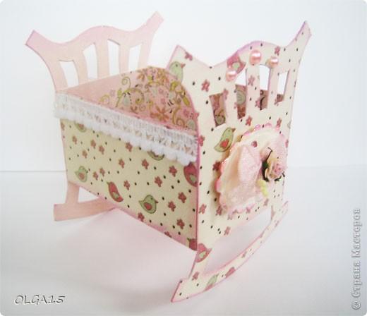 Кроватка из картона и бумаги для скрапбукинга. Высота 9 см., длинна 8 см. фото 6