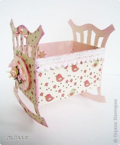 Кроватка из картона и бумаги для скрапбукинга. Высота 9 см., длинна 8 см. фото 9