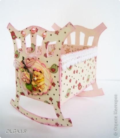 Кроватка из картона и бумаги для скрапбукинга. Высота 9 см., длинна 8 см. фото 10
