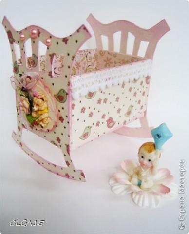 Кроватка из картона и бумаги для скрапбукинга. Высота 9 см., длинна 8 см. фото 1