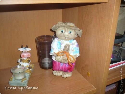 Давно не выставляла своих работ. Решила попробовать себя в изготовлении кукол. Мой первый домовёнок. Немного неудачный, кривенький. Хотя на личико вполне симпатичный, на мой взгляд.