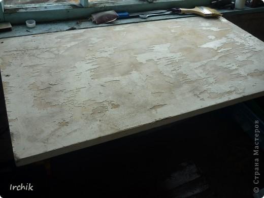 Был на даче вот такой вот стол, мне он никак не нравился и я решила изменить его. фото 1