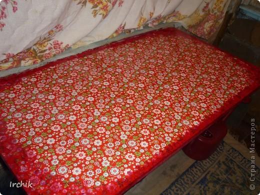 Был на даче вот такой вот стол, мне он никак не нравился и я решила изменить его. фото 4