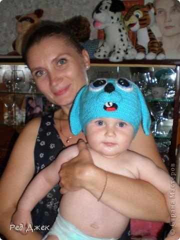 Вот такая шапочка у нас получилась, сынишке очень нравится дергать за ушки:)