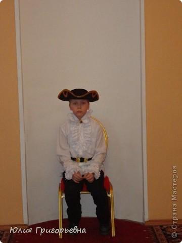 Выпало моему сынуле быть Петром I, с покупкой костюма мы не успевали, пришлось включить выдумку и руки. Вот что получилось.... фото 2