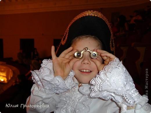 Выпало моему сынуле быть Петром I, с покупкой костюма мы не успевали, пришлось включить выдумку и руки. Вот что получилось.... фото 1