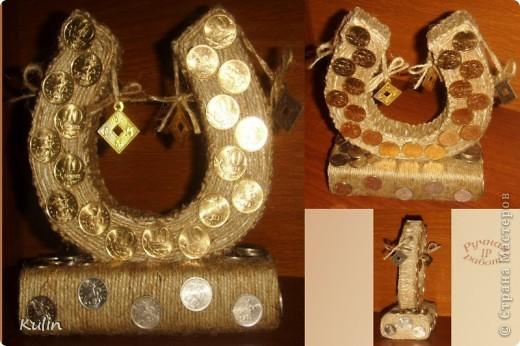 подкова на счастье (шпагат,пенопласт, монеты в 1,5 и 10 коп,а так же монетки фен-шуй с иероглифами фото 1