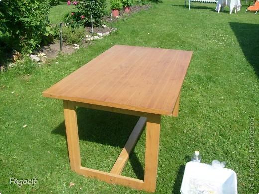 Симпатичный летний столик, которому уже около 20 лет, стал первой моей жертвой. Задачи, сделать из него что-то невероятно красивое, не стояло, но приукрасить нужно было. фото 1