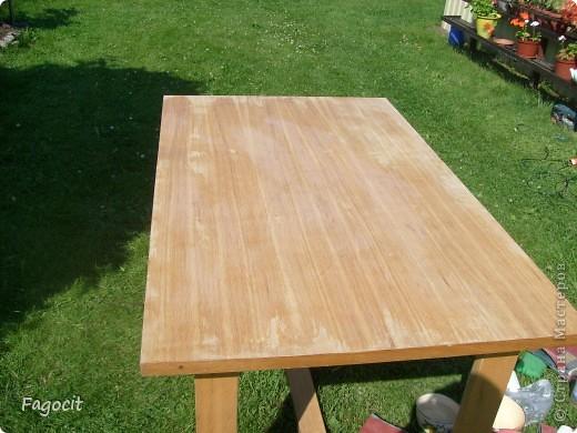 Симпатичный летний столик, которому уже около 20 лет, стал первой моей жертвой. Задачи, сделать из него что-то невероятно красивое, не стояло, но приукрасить нужно было. фото 2