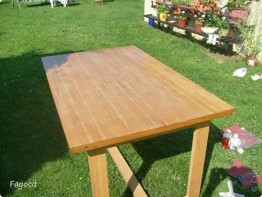 Симпатичный летний столик, которому уже около 20 лет, стал первой моей жертвой. Задачи, сделать из него что-то невероятно красивое, не стояло, но приукрасить нужно было. фото 3